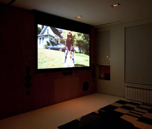 Closet House: Salas de estar modernas por Consexto