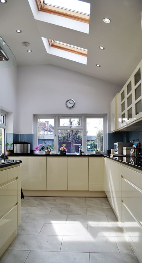 Kitchen by Arc 3 Architects & Chartered Surveyors