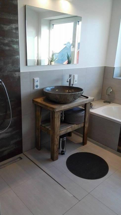 Baños de estilo rústico por Back2Wood