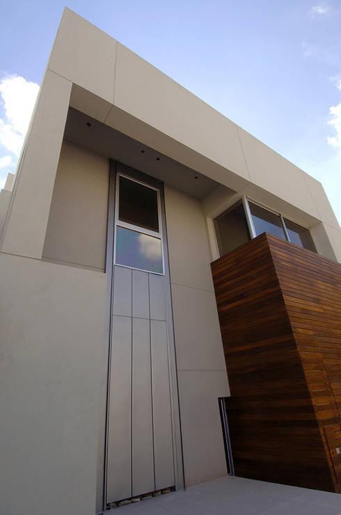 Casa Tronador: Casas de estilo moderno por Estudio Sespede Arquitectos