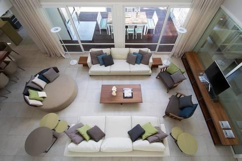 Cariló: Livings de estilo moderno por Estudio Sespede Arquitectos