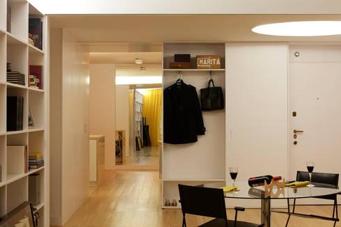 M Apartment: Salas de estar modernas por TERNULLOMELO Architects