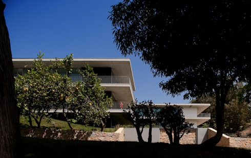 Casas de Paço de Arcos: Casas minimalistas por Atelier Central Arquitectos