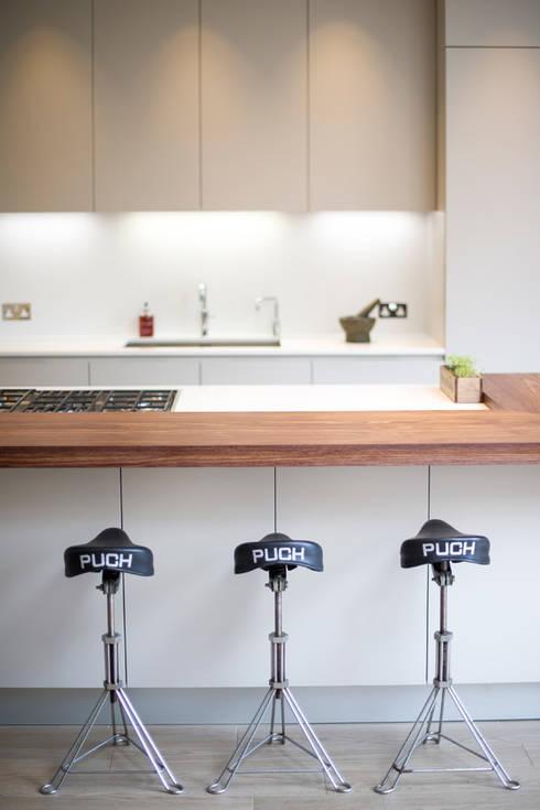 Streatham, SW2: modern Dining room by Build Team