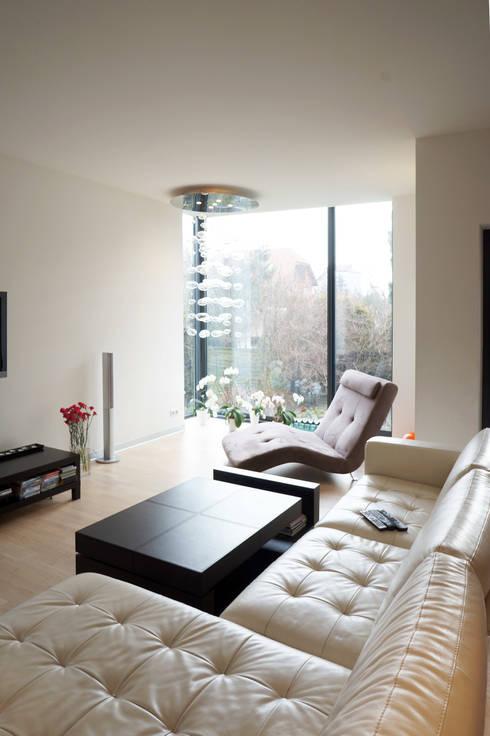 Wohnzimmer von Grid Architekci