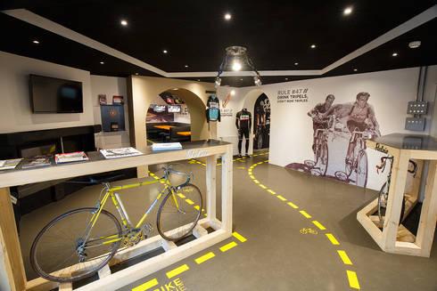 Stelvio Experience Bicycle Cafe: Bar & Club in stile  di BEARprogetti - Architetto Enrico Bellotti