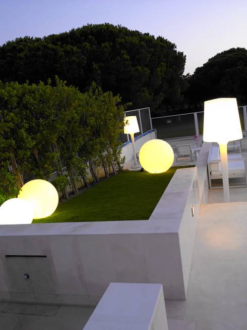 modern Garden by Estudio de Arquitectura Teresa Sapey