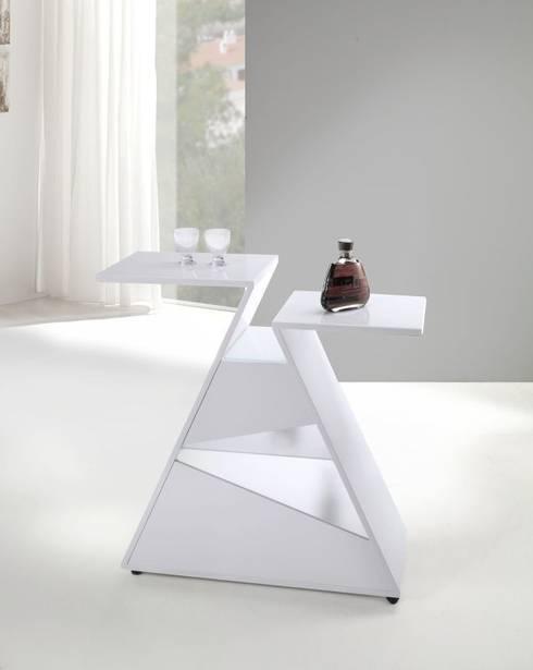 Mueble bar con ruedas: Salones de estilo moderno de Avant Haus