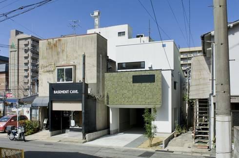 TKGA 照国町の光を取り込む家: 太田則宏建築事務所が手掛けた家です。