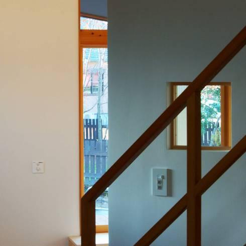 ARGA 姶良の雑木林の家: 太田則宏建築事務所が手掛けた廊下 & 玄関です。