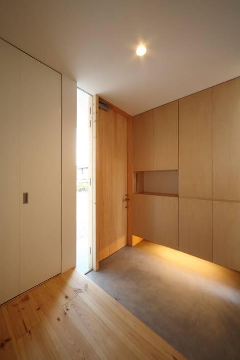 長尾台の家: 吉田慎二/建築・計画ワイズスタジオが手掛けた窓です。