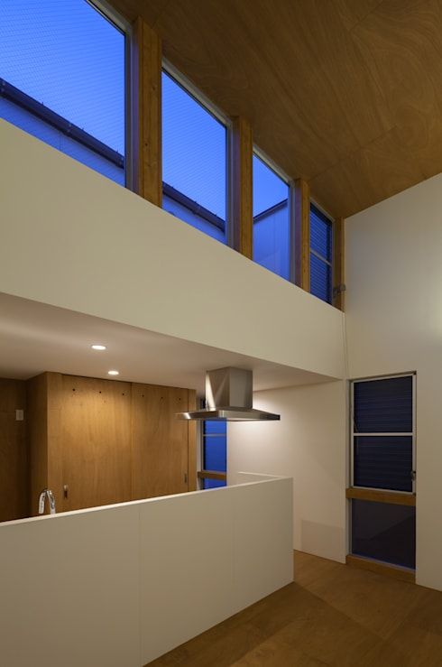 anguilla house: 吉田慎二/建築・計画ワイズスタジオが手掛けたリビングです。