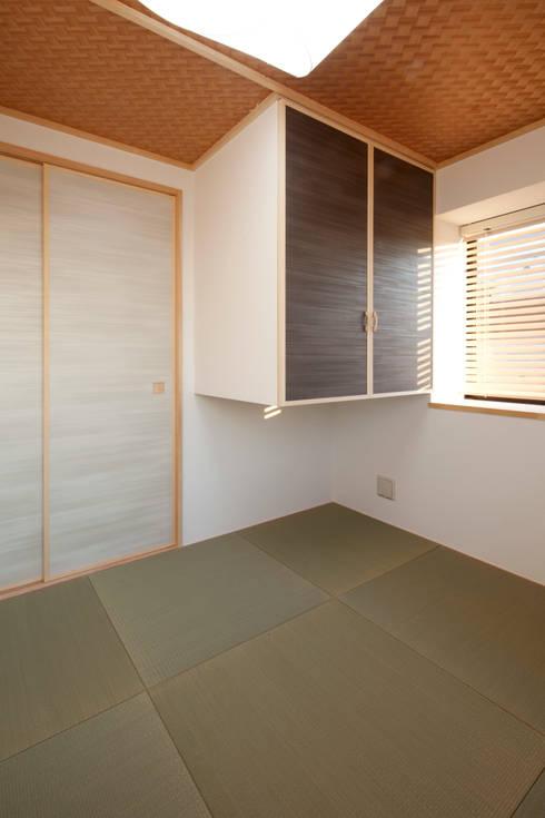 目黒の家/和室: アトリエ・ノブリル一級建築士事務所が手掛けた和室です。