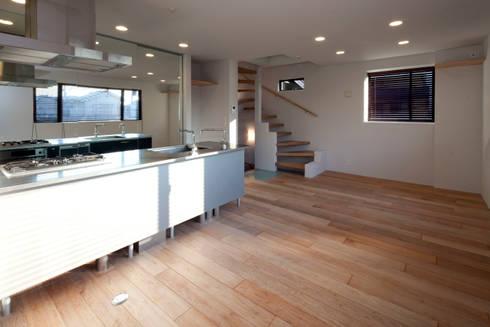 目黒の家/リビングルーム: アトリエ・ノブリル一級建築士事務所が手掛けたリビングです。