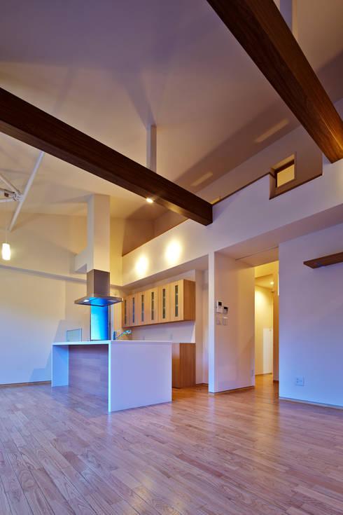 I-HOUSE: 岡村設計が手掛けたキッチンです。