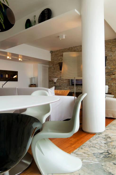 Apartamento Arpoador: Salas de estar modernas por Bel Castro Arquitetos