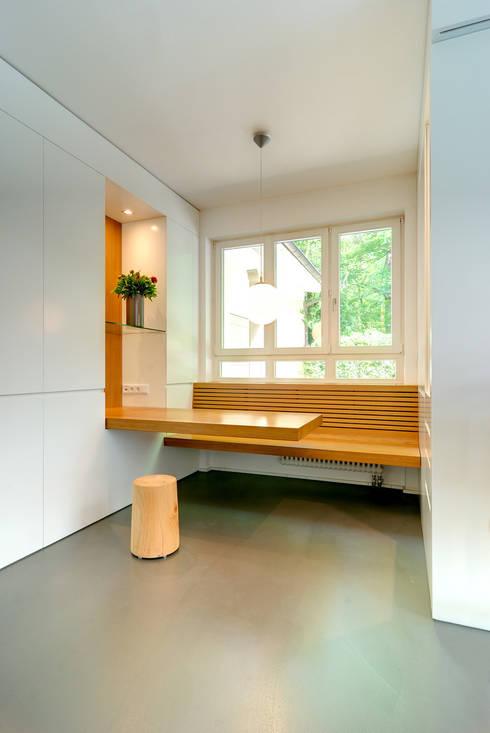 Privathaus München:  Wohnzimmer von raumkontor Innenarchitektur Architektur