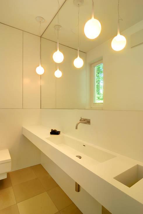 Privathaus München:  Badezimmer von raumkontor Innenarchitektur Architektur