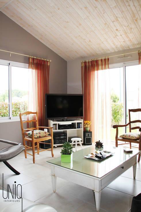 Salas de estilo  por Uniq intérieurs