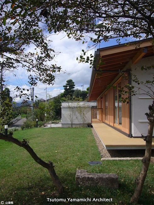 紡ぐ家 ~3世代の住まい~: 山道勉建築が手掛けた庭です。