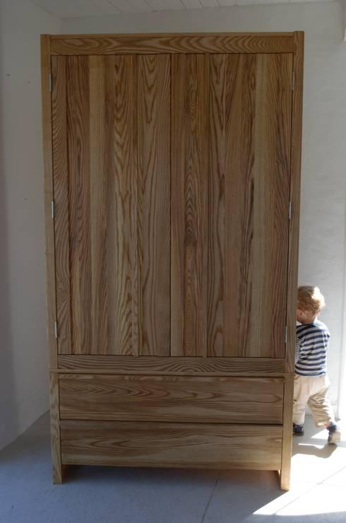 Camera da letto in stile in stile Minimalista di HOUT