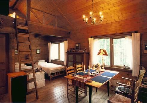 リビングからベッドルーム側を望む: Cottage Style / コテージスタイルが手掛けたリビングです。