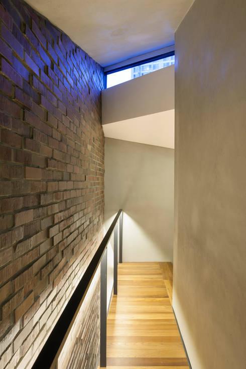 Scale-ing House: JOHO Architecture의  거실