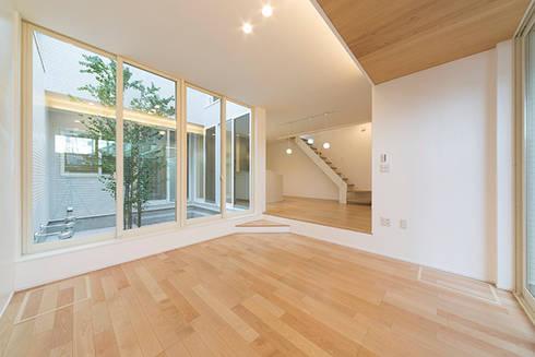 『ソラ庭のある家』: 納得住宅南大阪が手掛けたリビングです。