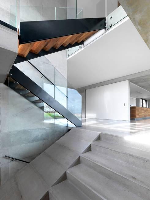 Stormy Castle:  Corridor & hallway by LOYN+CO ARCHITECTS