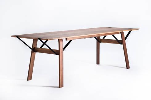 tisch ligero von toni egger m bel homify. Black Bedroom Furniture Sets. Home Design Ideas