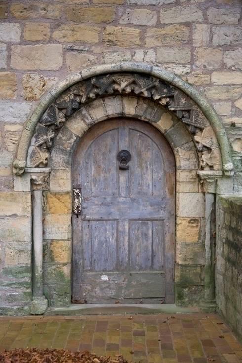 Medieval Doorway: classic Houses by Wildblood Macdonald