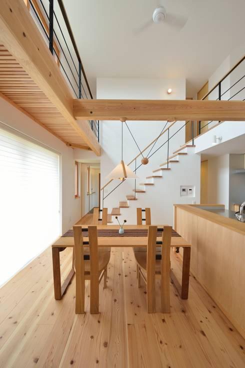 Projekty,  Jadalnia zaprojektowane przez 株式会社北村建築工房