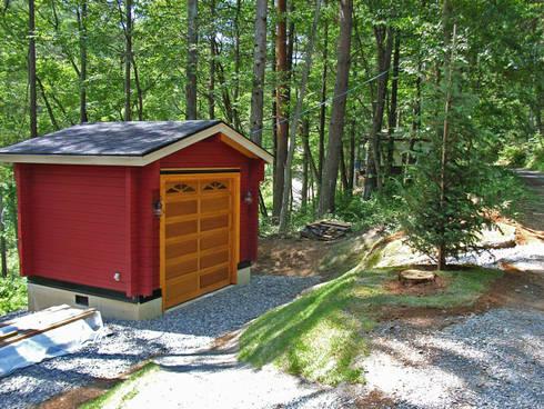3.6mx2.7mの多目的小屋: Cottage Style / コテージスタイルが手掛けたガレージです。