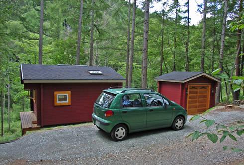 パーキングスペースは重要: Cottage Style / コテージスタイルが手掛けた家です。