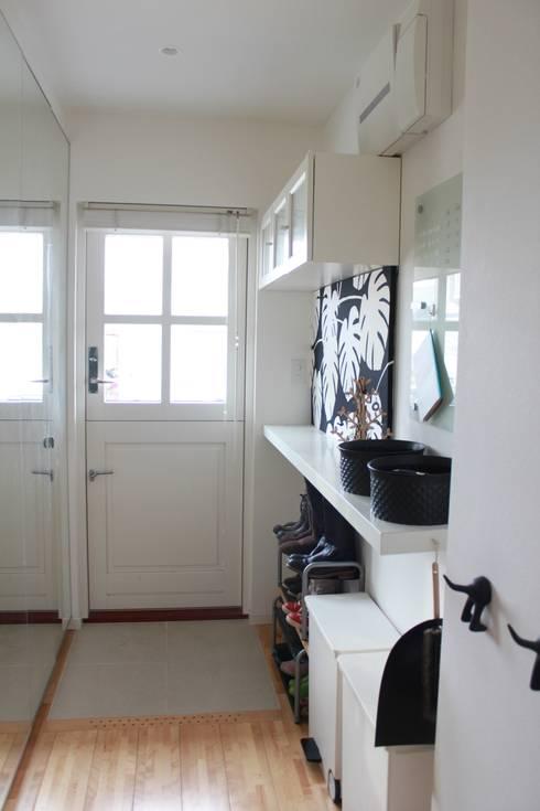 iie design モデルハウス: 一級建築士事務所 iie designが手掛けたドレッシングルームです。