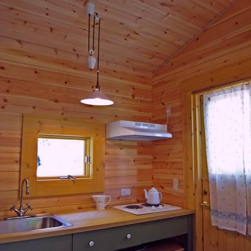 十分なスペースのカントリーキッチン: Cottage Style / コテージスタイルが手掛けたキッチンです。
