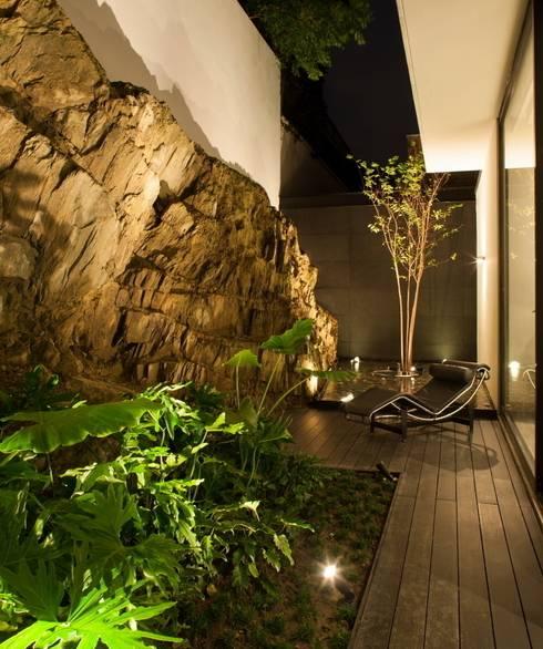 Casa CH: Jardines de estilo  por GLR Arquitectos