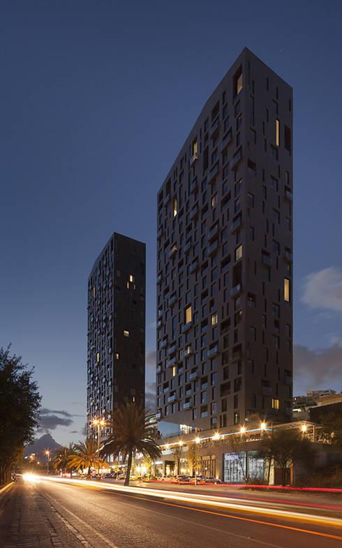 Magma Towers: Casas de estilo moderno por GLR Arquitectos
