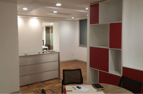 Recepción : Estudios y oficinas de estilo moderno por Visual Concept