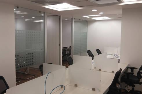 Área de Trabajo : Estudios y oficinas de estilo moderno por Visual Concept