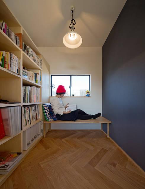 吹抜を囲むスキップフロア住宅: 株式会社プラスディー設計室が手掛けた和室です。