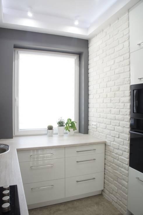 Mała kuchnia: styl , w kategorii Kuchnia zaprojektowany przez Anna Wrona