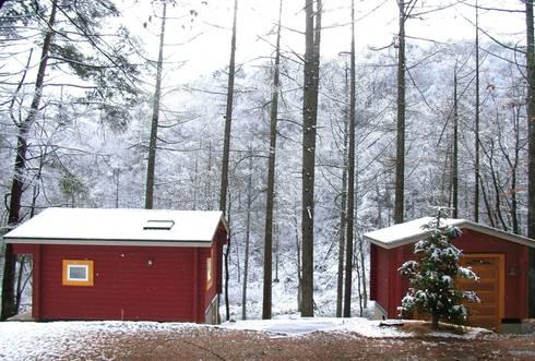「森の巣箱」冬景色: Cottage Style / コテージスタイルが手掛けた家です。