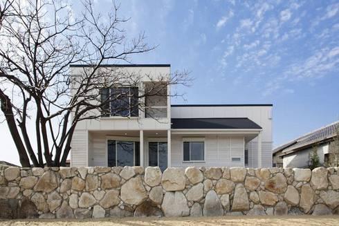 南側外観: アトリエ優 一級建築士事務所が手掛けた家です。