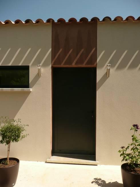 Entrée: Maisons de style  par AGENCE D'ARCHITECTURE BRAYER-HUGON