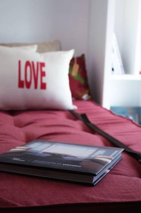 Cama rebatible individual.: Dormitorios de estilo moderno por MINBAI