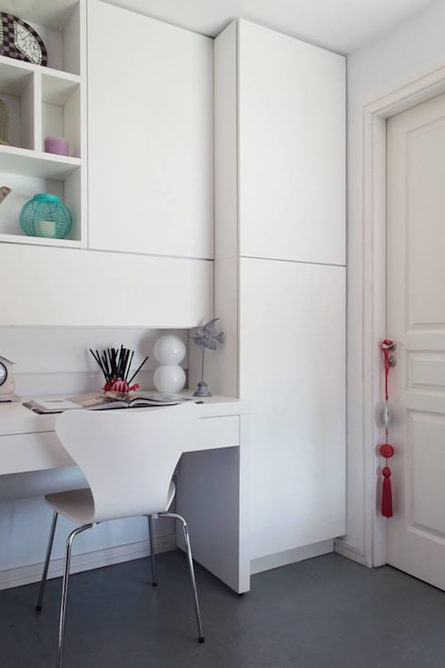 minimalistic Study/office by MINBAI