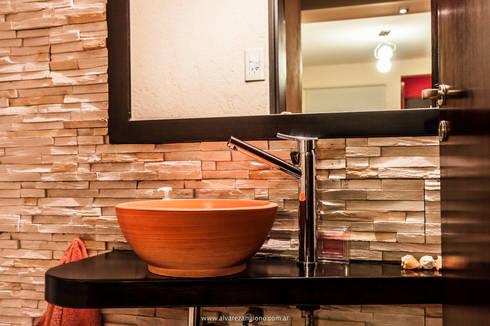 El Toillette: Baños de estilo moderno por Estudio Alvarez Angiono