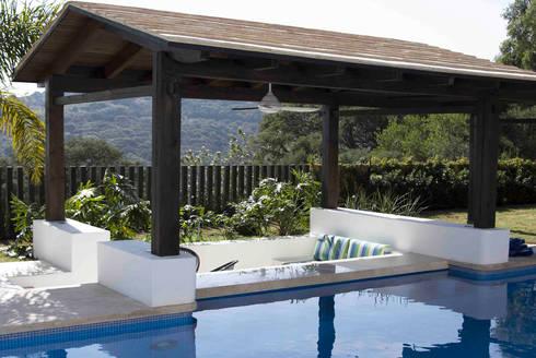 Casa Ixtapan de la Sal - Boué Arquitectos: Albercas de estilo moderno por Boué Arquitectos