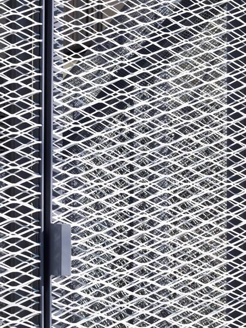 Puertas y ventanas de estilo  por atelier CHOCOLATE
